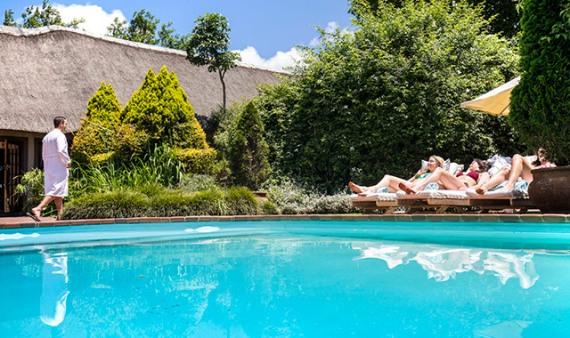 img-pool-daytime